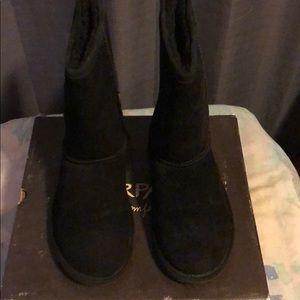 BEARPAW Black suede/sheepskin boots
